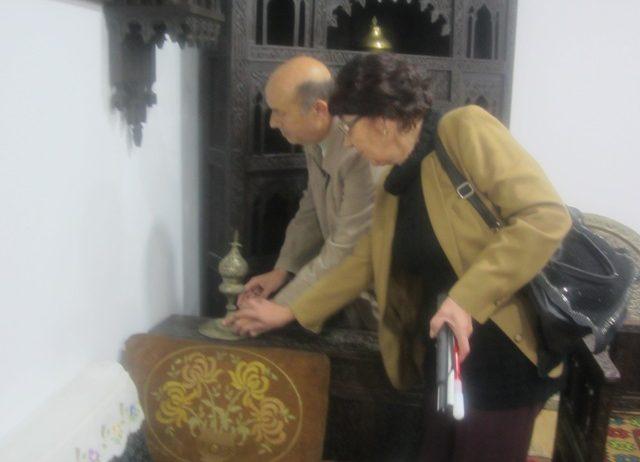 muzejska-postavka-za-slijepe-i-slabovidne-osobe-etnologija-na-vrhovima-prstiju-foto-rtv-slon.jpg