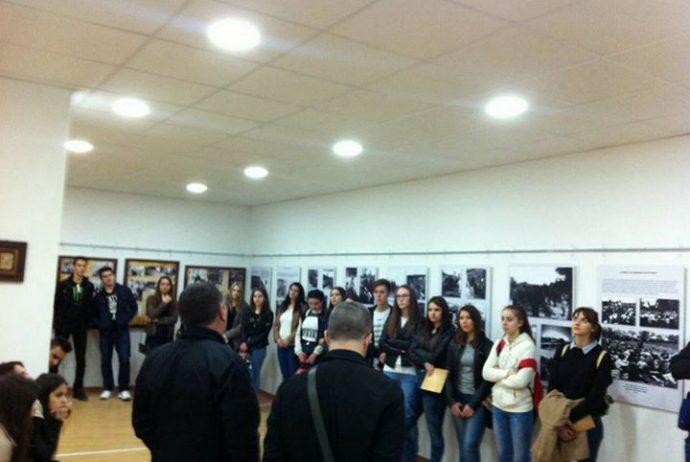 u-posjeti-muzeju-bili-su-ucenici-2-razreda-srednje-ekonomske-skole-tuzla-28-04.jpg