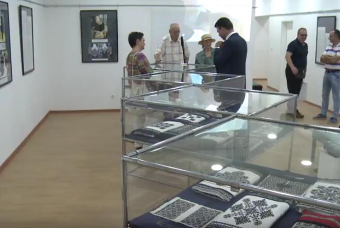 video-u-muzeju-istocne-bosne-tuzla-otvorena-izlozba-zmijanjski-vez-svjetsko-kulturno-nasljede.png